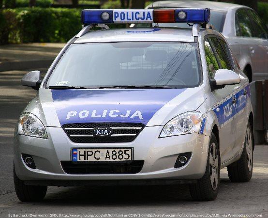 Policja Lubin: Bądź widoczny i bezpieczny – w myśl tej zasady, policjantka rozdawała przedszkolakom kamizelki odblaskowe.
